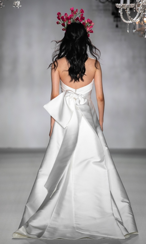 Strapless A-line wedding gown with big back bow